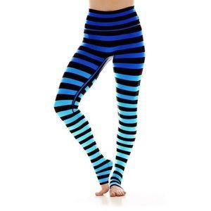 🆕 K-DEER Legging in Alexis Stripe